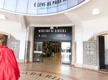リビエラ市場入口門.JPG